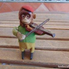 Juguetes antiguos de hojalata: ANTIGUO MONO VIOLINISTA AUTOMATA EN HOJALATA SCHUCO MADE IN GERMANY.A CUERDA . Lote 127741979
