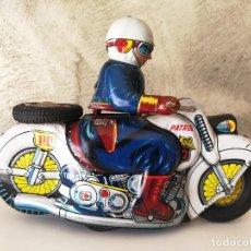 Juguetes antiguos de hojalata: ANTIGUA MOTO POLICIA DE HOJALATA A FRICCIÓN MADE IN JAPAN. Lote 128079751