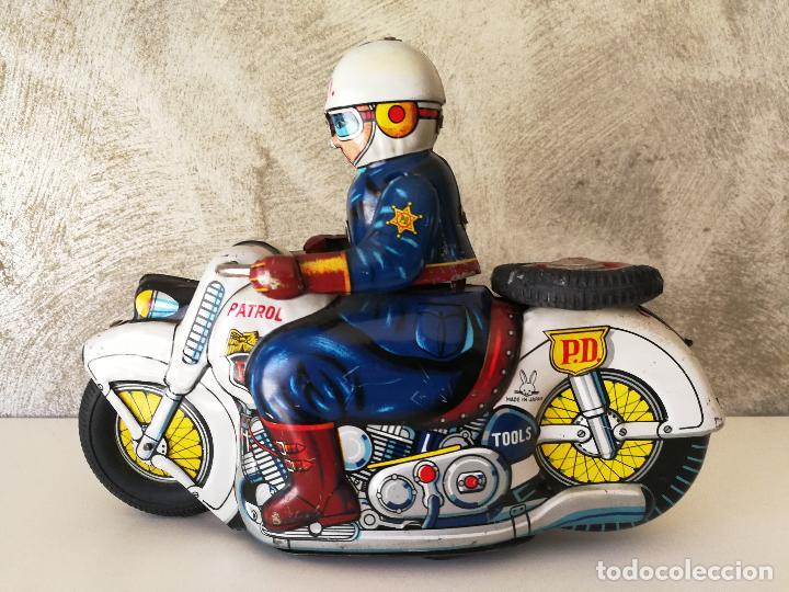 Juguetes antiguos de hojalata: ANTIGUA MOTO POLICIA DE HOJALATA A FRICCIÓN MADE IN JAPAN - Foto 6 - 128079751