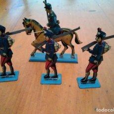 Juguetes antiguos de hojalata: GRUPO DE SOLDADOS. Lote 128481671