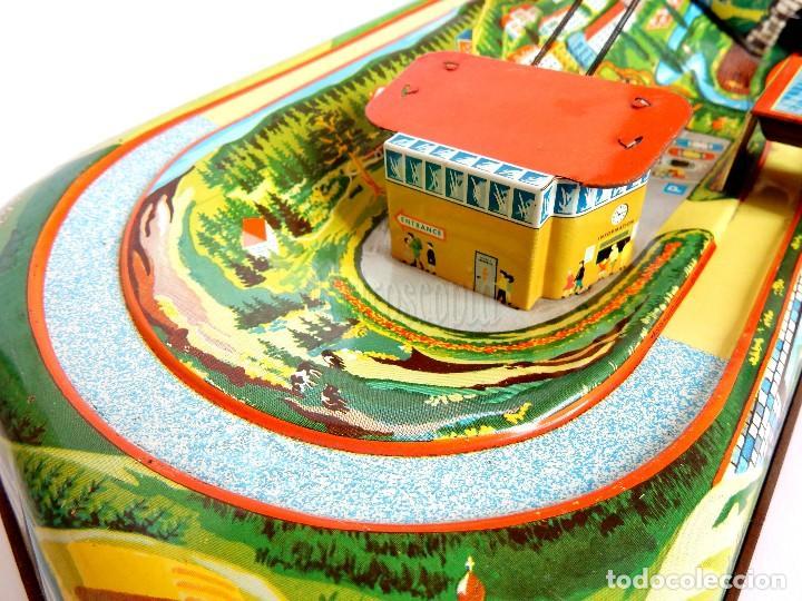 Juguetes antiguos de hojalata: PISTA ACCESORIOS MOVIBLES TELEFÉRICO CABLE CAR TECHNOFIX WESTERN GERMANY A CUERDA AÑOS 60 CON CAJA - Foto 9 - 128491283