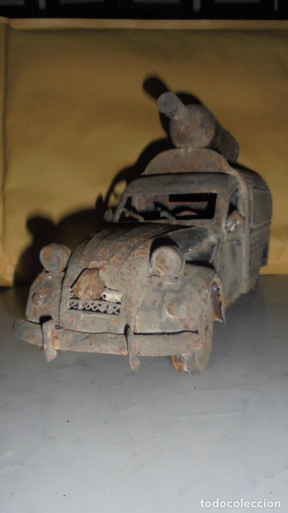 Juguetes antiguos de hojalata: (M) ANTIGUA FURGONETA CITROEN CON PUBLICIDAD DE ALGUNA BEBIDA . COCHE DE LATA NO SABEMOS LA MARCA - Foto 3 - 129534899