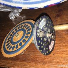 Juguetes antiguos de hojalata: CHISPERO DE HOJALATA PAYA. Lote 130048642