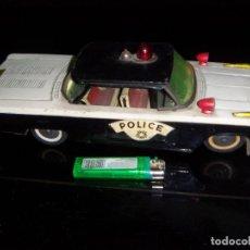 Juguetes antiguos de hojalata: COCHE DE POLICIA GORGO DE LATA CON DETALLES 29 X10 CM. Lote 180286915