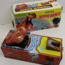 Altes Blechspielzeug - HUCHA tragamonedas HIPPO BANCO, de HEDI, chapa, windup, tin toy, con caja - 131426754
