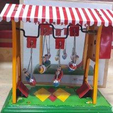 Juguetes antiguos de hojalata: COLUMPIO BARCOS HOJALATA. Lote 131782993