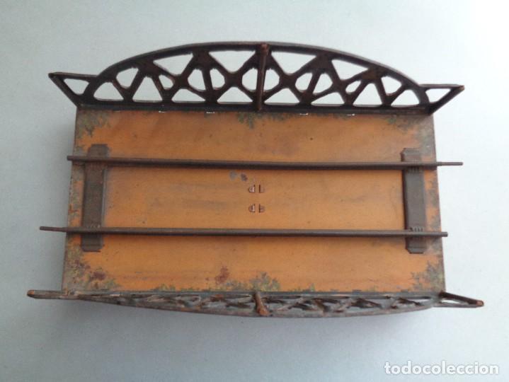 Juguetes antiguos de hojalata: PUENTE DOBLE DE LA FIRMA ALEMANA BING - Foto 11 - 132420090