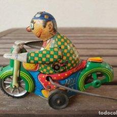 Juguetes antiguos de hojalata: MOTO DE HOJALATA (LATA) DE LA MARCA EGE, CONDUCTOR PAYASO. Lote 133167418