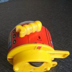 Juguetes antiguos de hojalata: ROBOT RULETA A FRICCIÓN. Lote 133461727