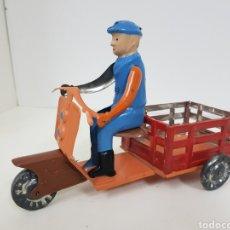 Juguetes antiguos de hojalata: BRINQUEDO PORTUGUÉS OZUL MOTOCARRO DE HOJALATA MEDIDAS 23 X 14 CM. Lote 133550086