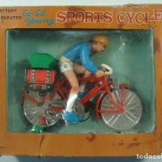 Juguetes antiguos de hojalata: GO' GO' YOUNG SPORTS CYCLE - BICICLETA A BATERÍAS - ORIGINAL HECHA EN JAPÓN EN LOS AÑOS 60 MARCA TPS. Lote 133718930