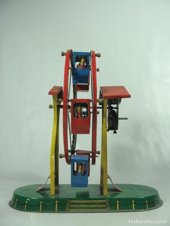 Juguetes antiguos de hojalata: Noria de feria - De hojalata litografiada a cuerda - Hecha en China - Foto 3 - 133727562