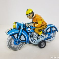 Juguetes antiguos de hojalata: MOTORKEREKPAR REPRODUCCIÓN MOTO DE HOJALATA CON MECANISMO A CUERDA. Lote 133827655
