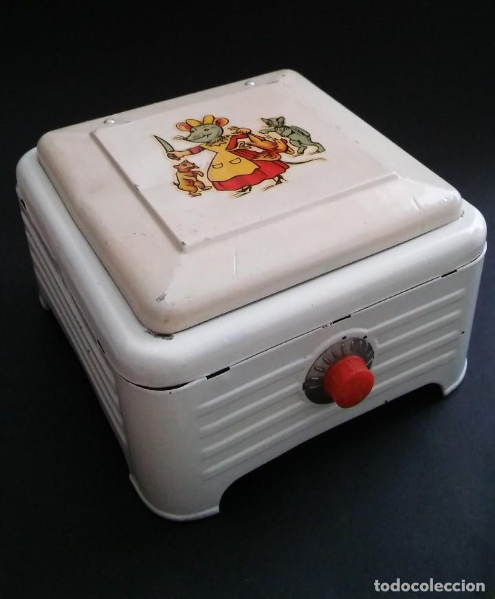 Juguetes antiguos de hojalata: Cocinita cocina fogón de hojalata chapa metálica, juguete muñeca, animalitos antigua s XX - Foto 4 - 121970823