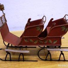 Juguetes antiguos de hojalata: TRINEO JUGUETE HOJALATA MEDIDAS 15*10*8 CMS.. Lote 137606050