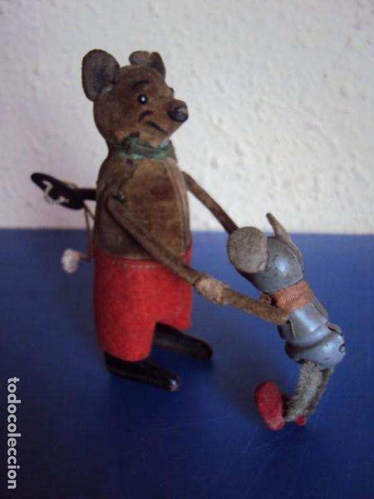 Juguetes antiguos de hojalata: (JU-181095)ANTIGUO RATON CON HIJO AUTOMATA EN HOJALATA SCHUCO MADE IN GERMANY A CUERDA - Foto 4 - 137617286