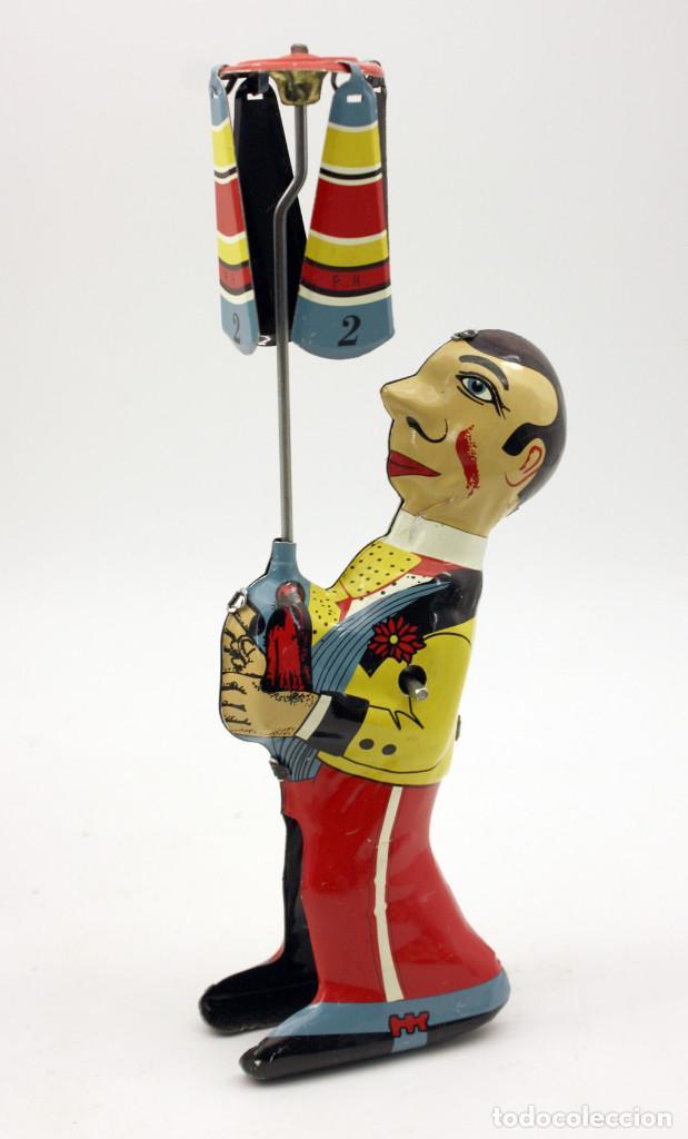 Juguetes antiguos de hojalata: EQUILIBRISTA DE PAYA - REPRODUCCION - NUEVO - JUGUETE DE HOJALATA - EN SU CAJA ORIGINAL - Foto 3 - 137891262