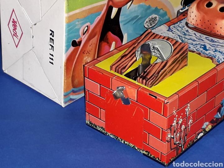 Juguetes antiguos de hojalata: Hucha Hipopótamo Hippo Banco, hojalata, mecanismo a cuerda, Hedi made in Spain, original años 60-70. - Foto 6 - 151239033