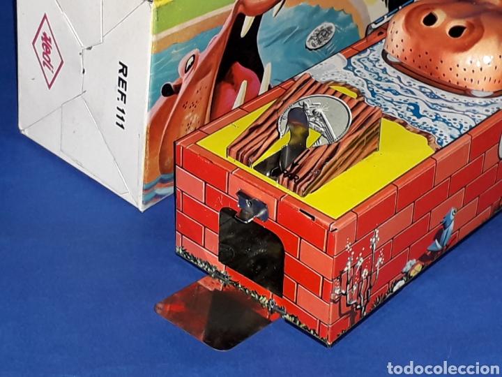 Juguetes antiguos de hojalata: Hucha Hipopótamo Hippo Banco, hojalata, mecanismo a cuerda, Hedi made in Spain, original años 60-70. - Foto 7 - 151239033