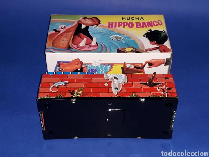 Juguetes antiguos de hojalata: Hucha Hipopótamo Hippo Banco, hojalata, mecanismo a cuerda, Hedi made in Spain, original años 60-70. - Foto 9 - 151239033