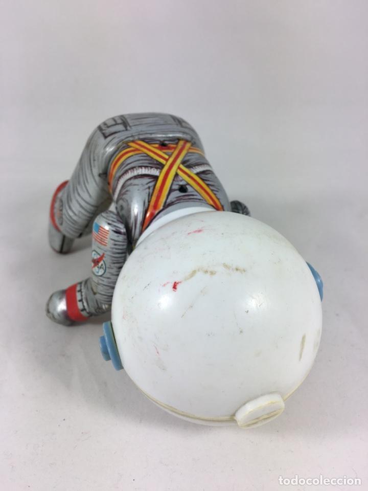 Juguetes antiguos de hojalata: ASTRONAUTA SCOOTER ESPACIAL EGE NASA MADE IN SPAIN JUGUETE HOJALATA Chapa litografiada - Foto 10 - 139622213