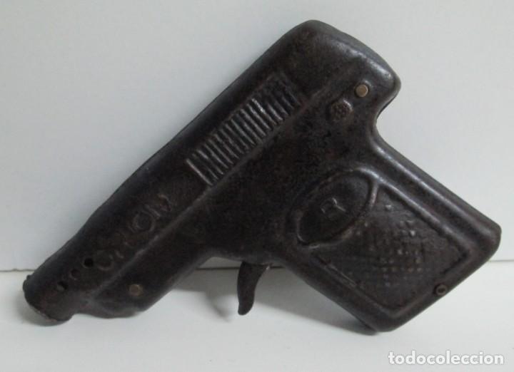 Juguetes antiguos de hojalata: Pistola en hojalata ORION, el mecanismo funciona - Foto 2 - 144262436