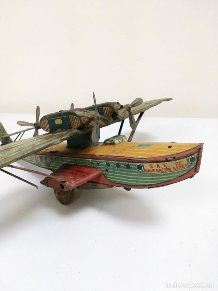 Juguetes antiguos de hojalata: Rarísimo Avion Garai Paya Hermanos 1936 litografiado - Foto 7 - 140902518