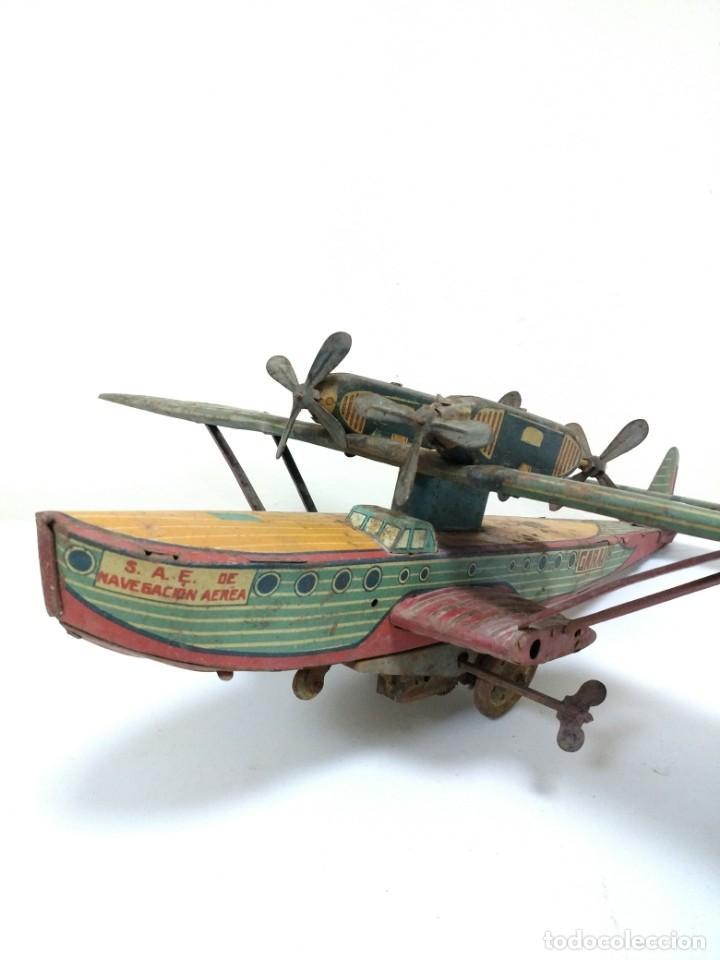 Juguetes antiguos de hojalata: Rarísimo Avion Garai Paya Hermanos 1936 litografiado - Foto 9 - 140902518