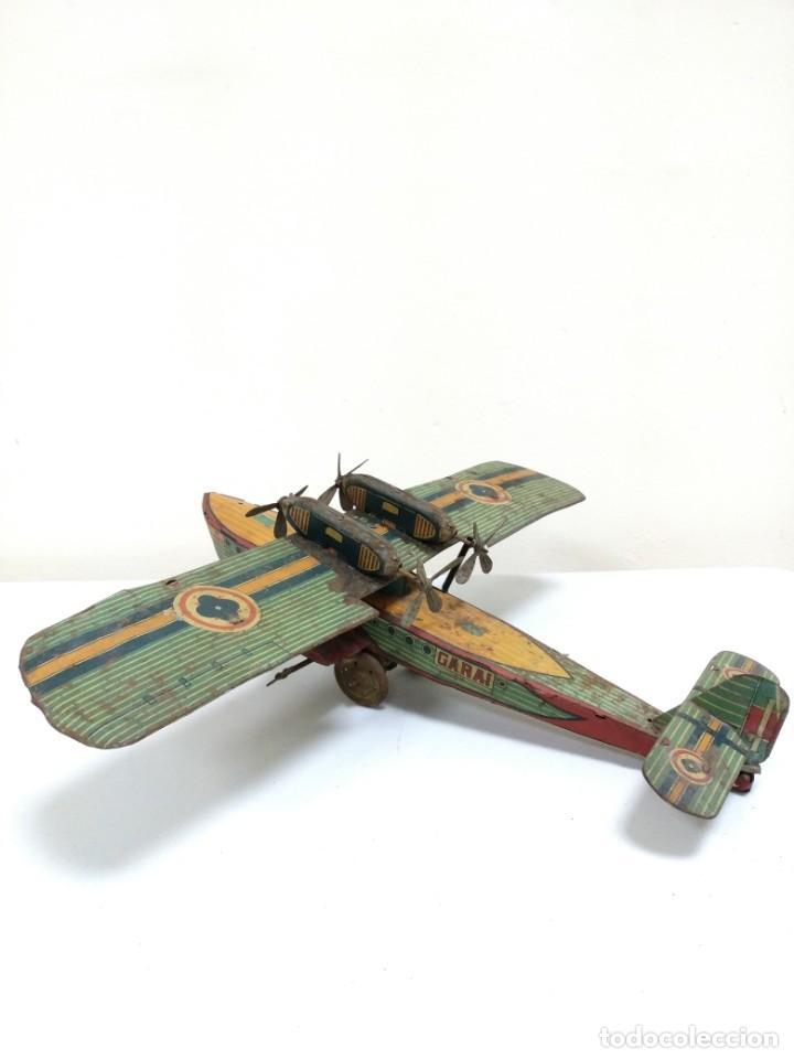 Juguetes antiguos de hojalata: Rarísimo Avion Garai Paya Hermanos 1936 litografiado - Foto 10 - 140902518