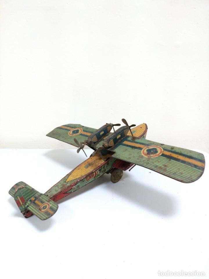Juguetes antiguos de hojalata: Rarísimo Avion Garai Paya Hermanos 1936 litografiado - Foto 11 - 140902518