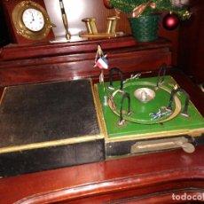Juguetes antiguos de hojalata: ANTIGUO Y RARO JUEGO FIRMADO DE CARRERAS DE CABALLOS FRANCES MODERNISTA M.J.B.C. APUESTAS 350,00 €. Lote 141110898