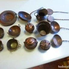 Juguetes antiguos de hojalata: LOTE DE 15 UTENSILIOS DE COCINA EN MINIATURA FABRICADOS EN BRONCE O LATÓN. Lote 141188302