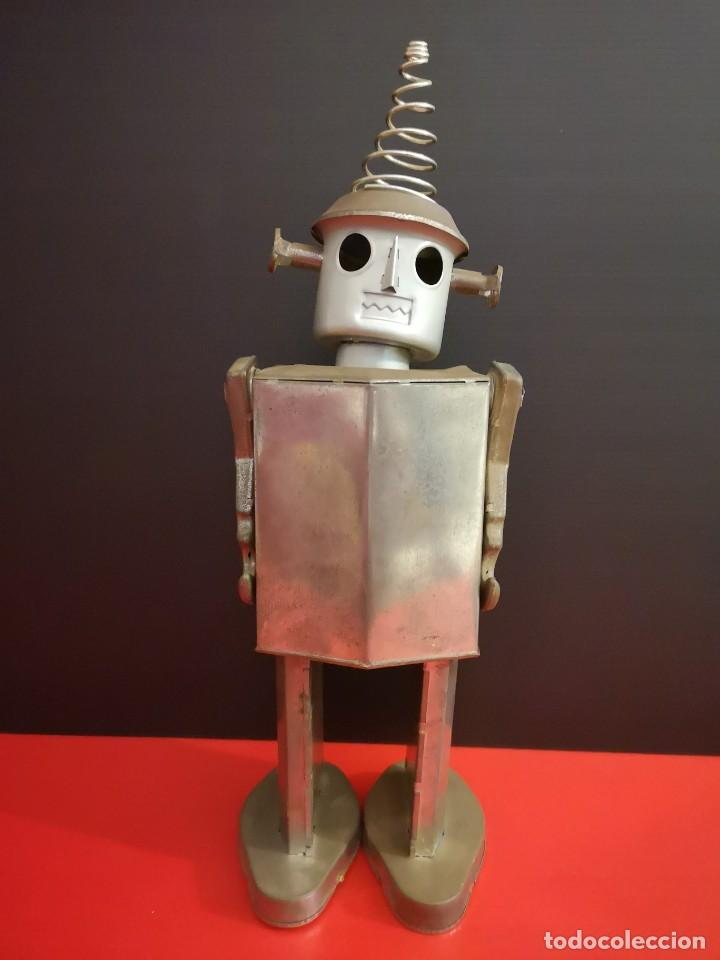 ANTIGUO ROBOT DE HOJALATA HIERRO CHAPA. ÚNICO (Juguetes - Juguetes Antiguos de Hojalata Extranjeros)