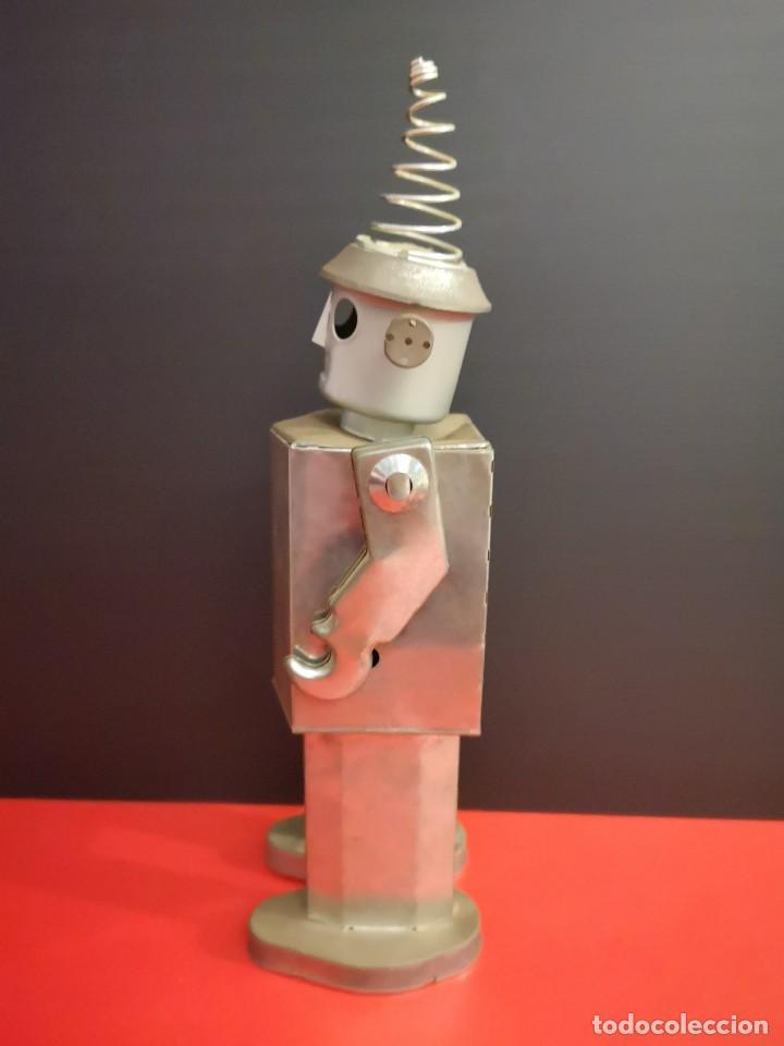 Juguetes antiguos de hojalata: Antiguo robot de hojalata hierro chapa. Único - Foto 2 - 141606962