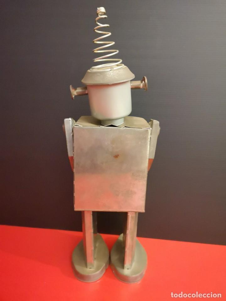 Juguetes antiguos de hojalata: Antiguo robot de hojalata hierro chapa. Único - Foto 3 - 141606962