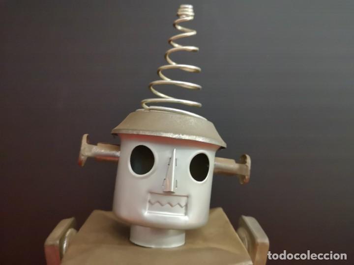 Juguetes antiguos de hojalata: Antiguo robot de hojalata hierro chapa. Único - Foto 5 - 141606962