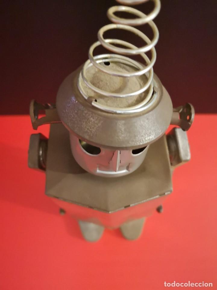 Juguetes antiguos de hojalata: Antiguo robot de hojalata hierro chapa. Único - Foto 7 - 141606962
