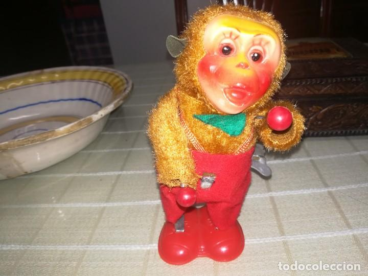 Juguetes antiguos de hojalata: Antiguo juguete a cuerda mono tocando tambor miren fotos - Foto 5 - 142202858