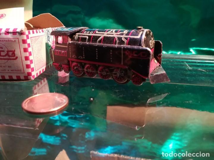 Juguetes antiguos de hojalata: Tren de hojalata de la marca RICO, mide 8,5 cms. de largo. con su estuche original. - Foto 3 - 142620630