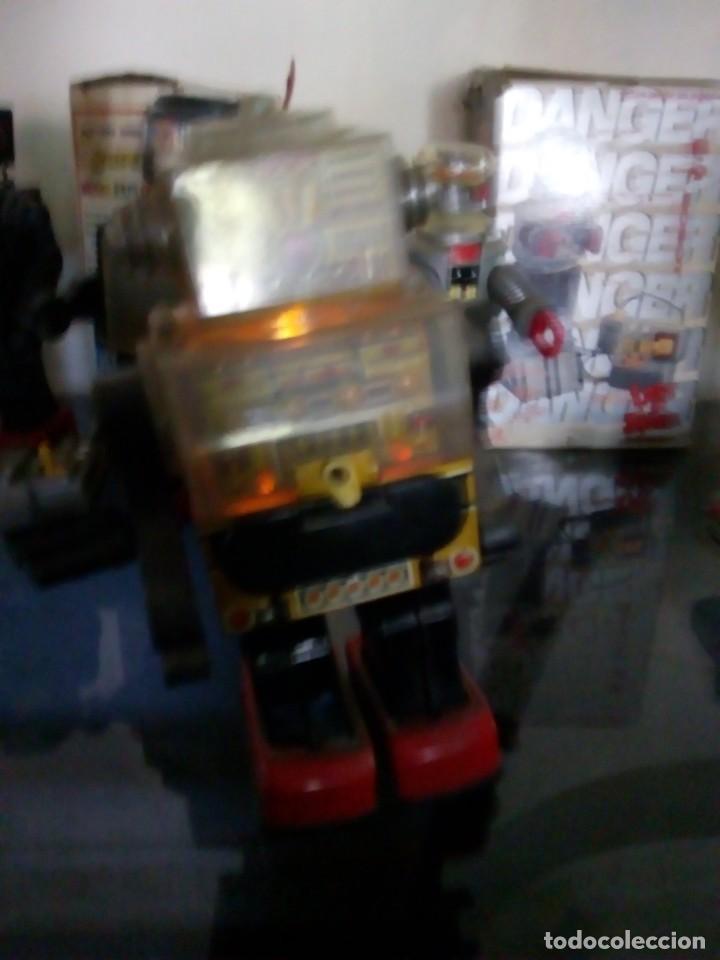 Juguetes antiguos de hojalata: ROBOT PISTON MADE IN TAIWAN AÑOS 70/80 DE HOJALATA 28 CM FUNCIONA /SIN CAJA OFERTA 28 CM ALTO - Foto 4 - 143225566