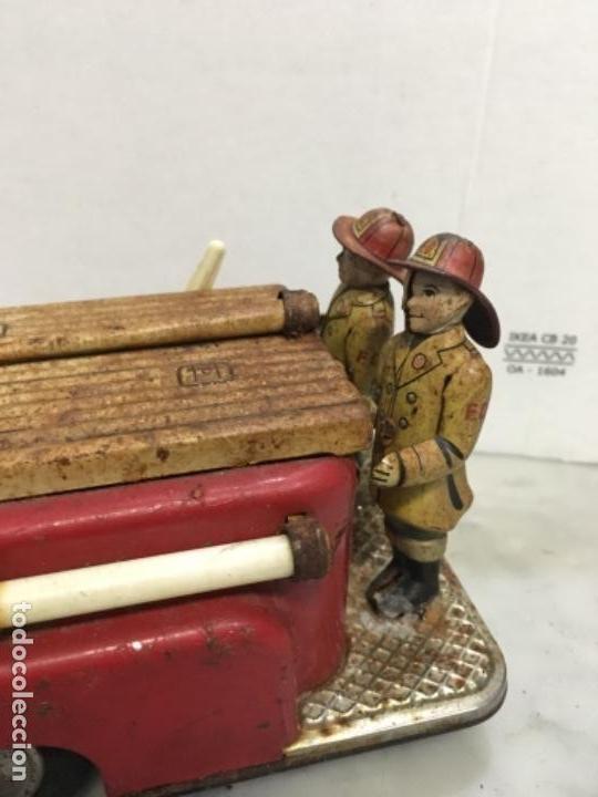 Juguetes antiguos de hojalata: (M) antiguo coche de lata de bomberos va a pilas marca F.D. TOOLS F. D. NO. 10 - Foto 3 - 143264898