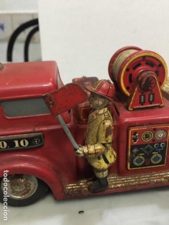 Juguetes antiguos de hojalata: (M) antiguo coche de lata de bomberos va a pilas marca F.D. TOOLS F. D. NO. 10 - Foto 4 - 143264898