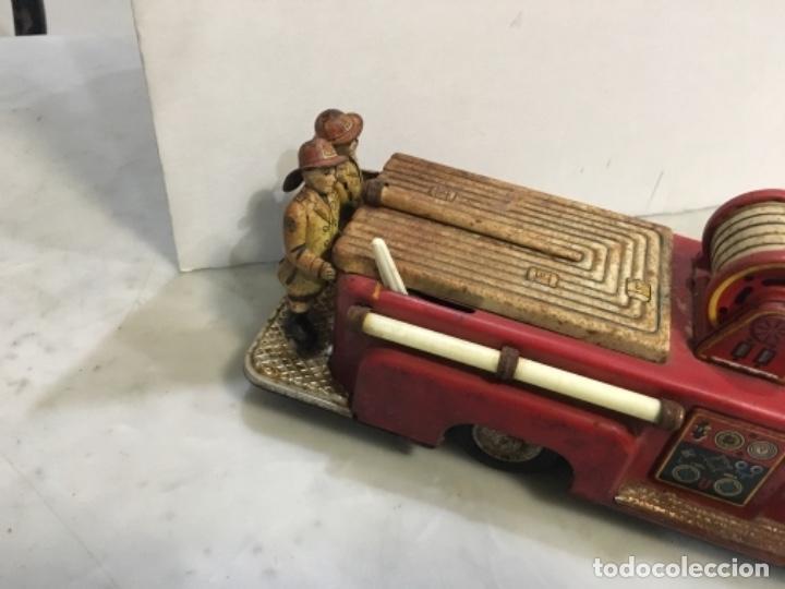 Juguetes antiguos de hojalata: (M) antiguo coche de lata de bomberos va a pilas marca F.D. TOOLS F. D. NO. 10 - Foto 9 - 143264898