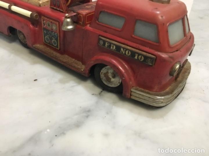 Juguetes antiguos de hojalata: (M) antiguo coche de lata de bomberos va a pilas marca F.D. TOOLS F. D. NO. 10 - Foto 10 - 143264898