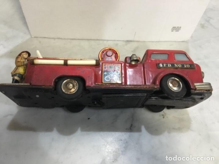 Juguetes antiguos de hojalata: (M) antiguo coche de lata de bomberos va a pilas marca F.D. TOOLS F. D. NO. 10 - Foto 11 - 143264898
