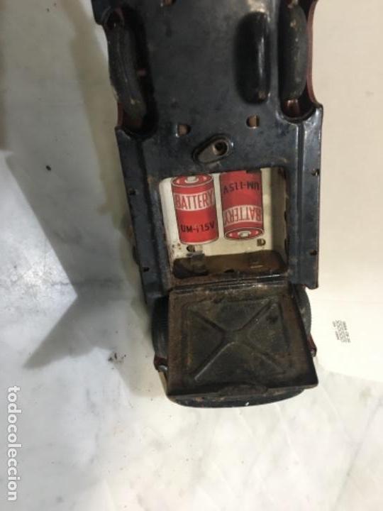 Juguetes antiguos de hojalata: (M) antiguo coche de lata de bomberos va a pilas marca F.D. TOOLS F. D. NO. 10 - Foto 13 - 143264898