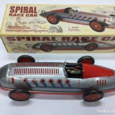 Juguetes antiguos de hojalata: SPIRAL RACE CAR DE SCHYLLING. DESCATALOGADO. CON SU CAJA.. Lote 143912766