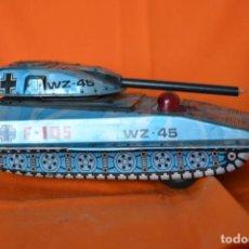 Juguetes antiguos de hojalata: PAYA TANQUE F - 105 - WZ 45 ORIGINAL DE HOJALATA SERIGRAFIADA. Lote 143927762