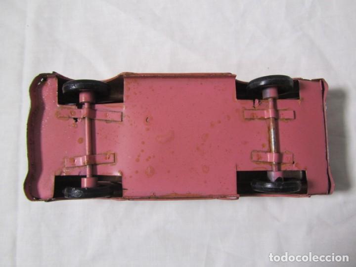 Juguetes antiguos de hojalata: Coche descapotable de hojalata chapa con alambre - Foto 7 - 146306146