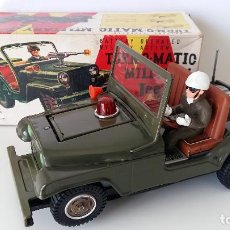 Juguetes antiguos de hojalata: COCHE TURN-O-MATIC MILITARY JEEP DE TN NOMURA TRADEMARK - JAPON. Lote 147746886